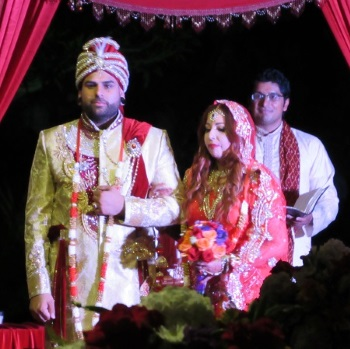 View a ceremony sample of our modern hindu wedding ceremony a modern hindu fusion style wedding solutioingenieria Gallery